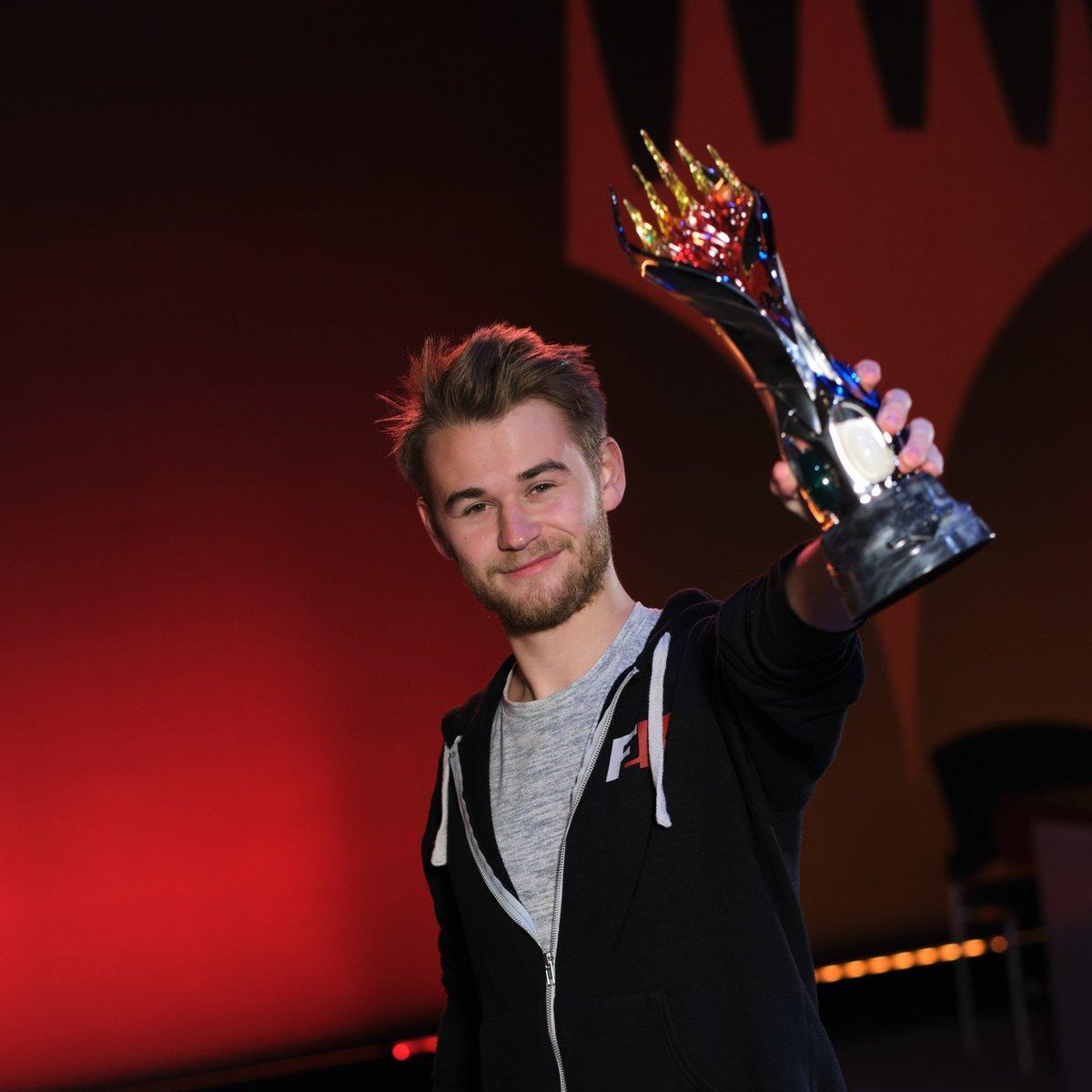 C:UsersJosef JanákDesktopMagicStředeční VýhledyStředeční Výhledy 2019Středeční Výhledy 19Mythic Championship VI Champion.jpg