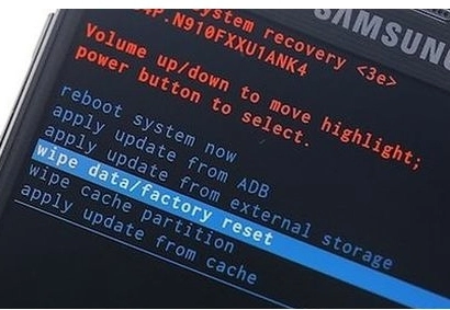 пункт Wipe data / factory reset.