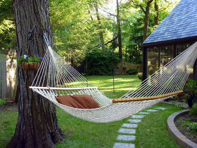 how to build an outdoor living space