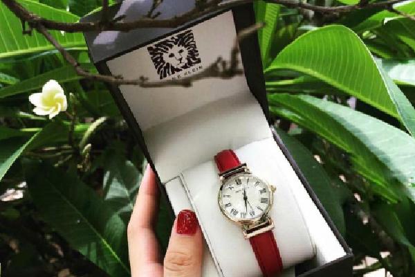 Mách nhỏ chị em cách phân biệt một chiếc đồng hồ Anne Klein nữ fake và chính hãng?