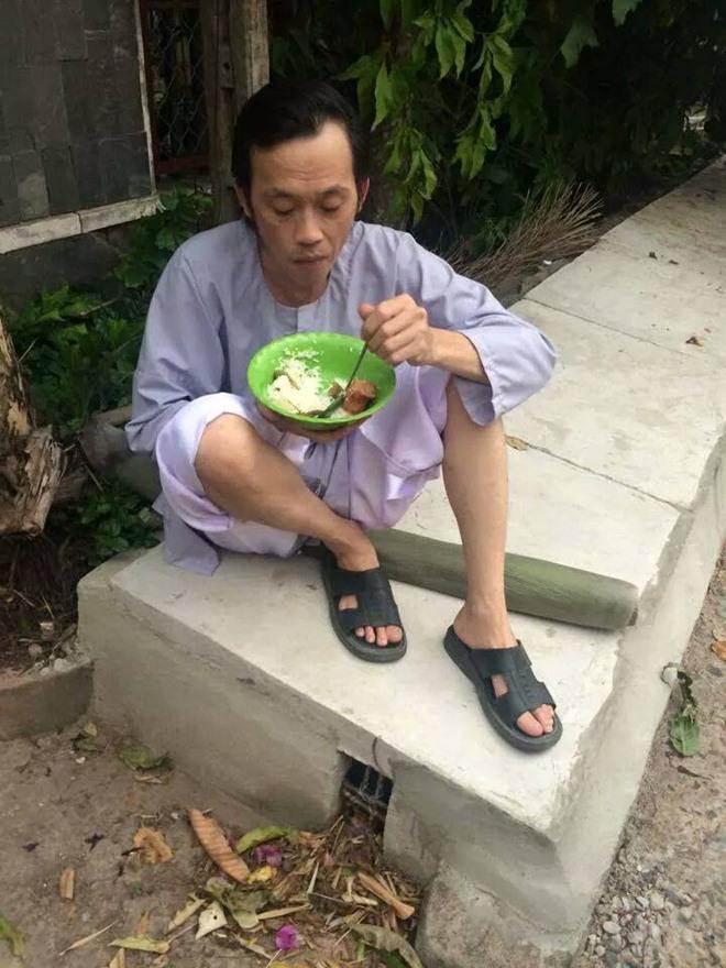 Hoài Linh nhiều lần cho biết chỉ thích ăn cơm vớicá khô mà mắm (Ảnh: FBNV). - Tin sao Viet - Tin tuc sao Viet - Scandal sao Viet - Tin tuc cua Sao - Tin cua Sao
