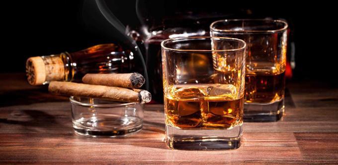 Rượu bia thuốc lá làm nặng hơn bệnh viêm thanh quản