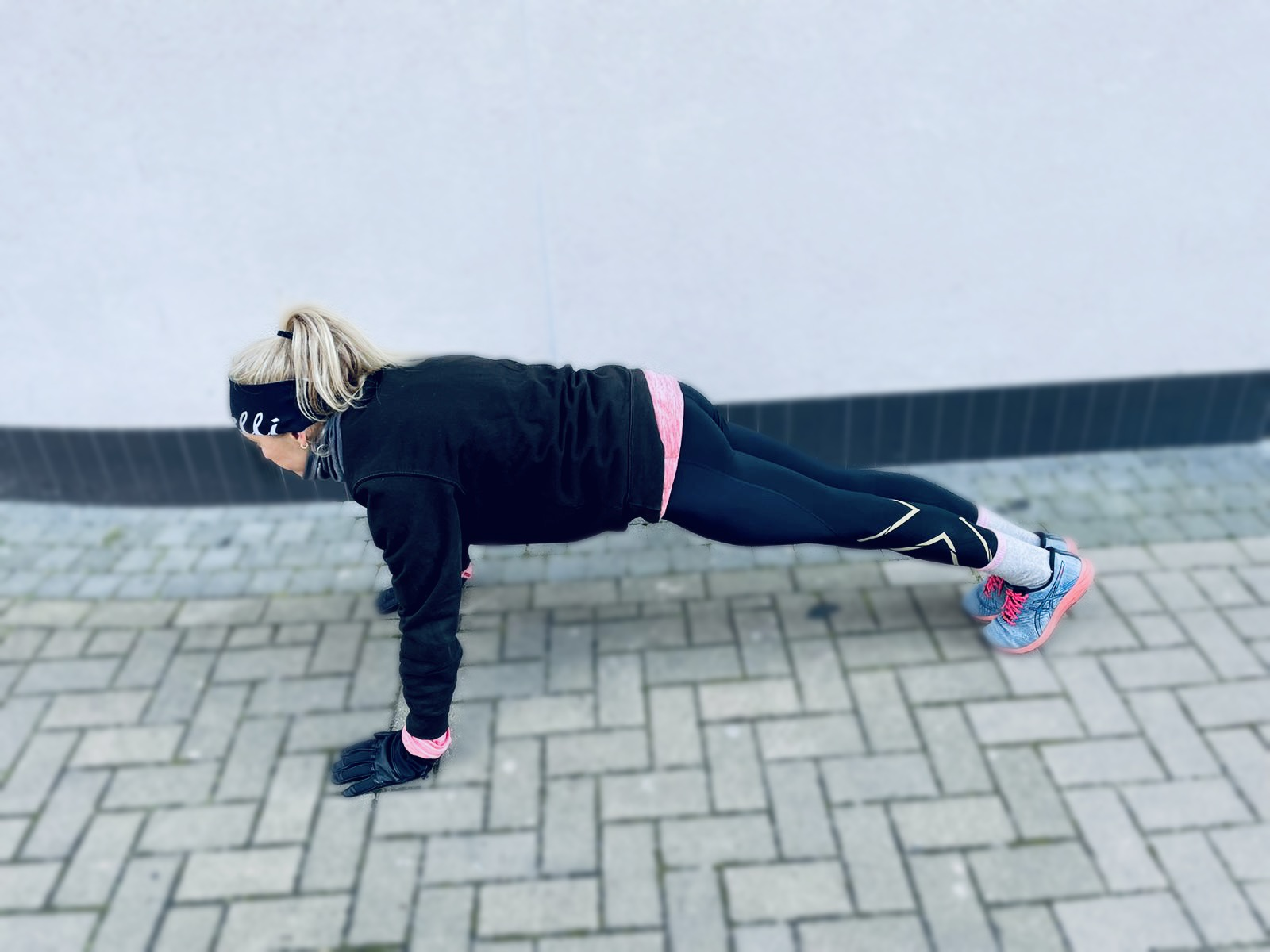 Woman doing a plank strength exercise for running.