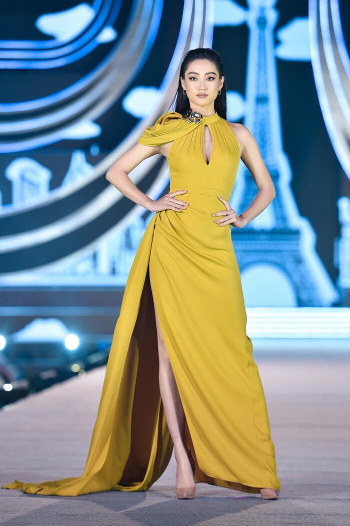 Đỗ Mỹ Linh - Tiểu Vy - Lương Thùy Linh diễn vedette đêm thi Người đẹp thời trang Hoa hậu Việt Nam Ảnh 5