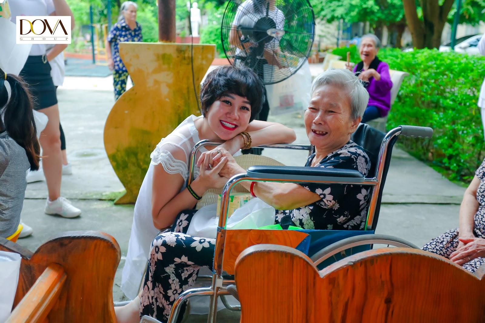 Tập đoàn Dova trao hơn 500 suất quà cho người già neo đơn, trẻ mồ côi, khuyết tật - Ảnh 4
