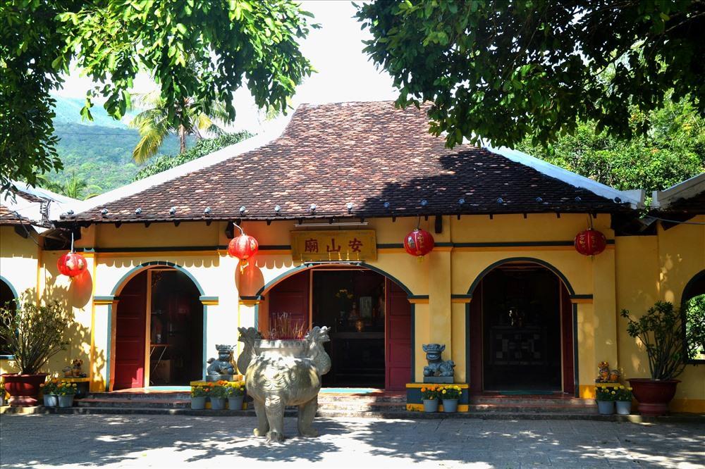 Image result for Đền thờ bà Phi Yến côn đảo
