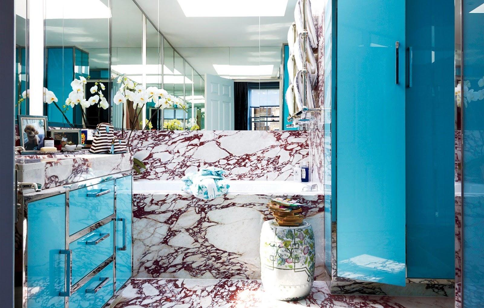 Kimloại và đá cẩm thạch 2 vật liệu ưu ái, phù hợp với phòng tắm đậm chất style retro
