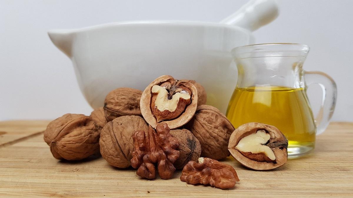 A castanha, a noz e até o café são utilizados como matéria-prima para criação de óleos essenciais. (Fonte: Pixabay)