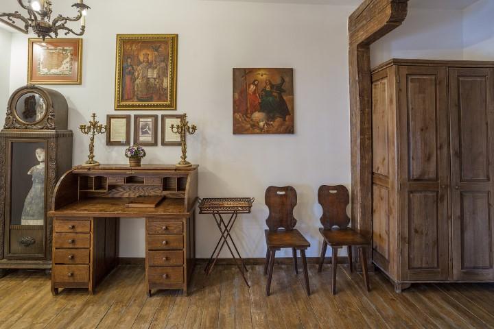 Старинная мебель в замке