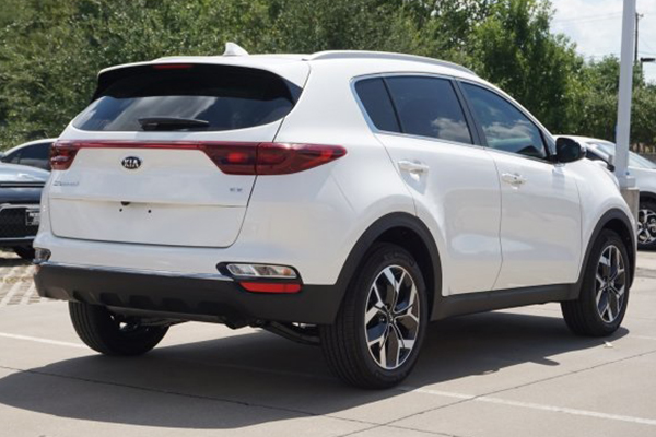 angular-rear-of-the-kia-sportage