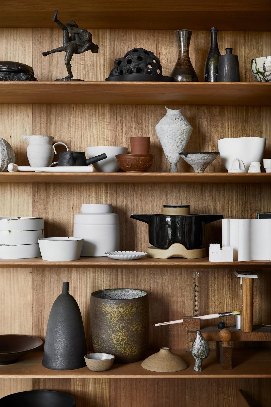 Владелец дома собирает керамику