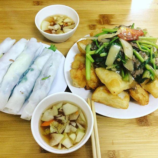 Phở cuốn là một trong những món ngon Hà Nội đặc trưng của con người Hà Nội.