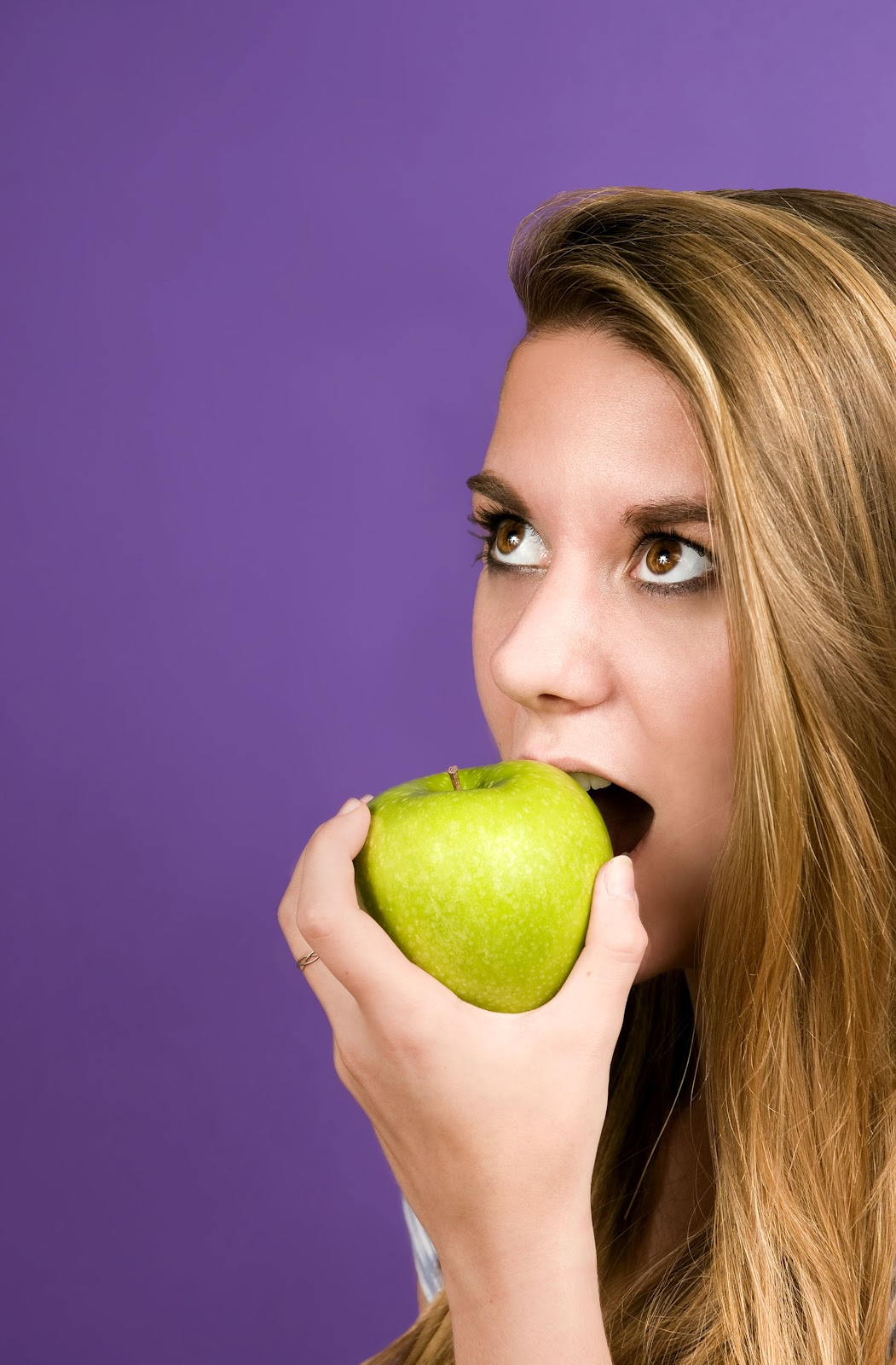 face-of-young-woman-eating-green-apple.jpg