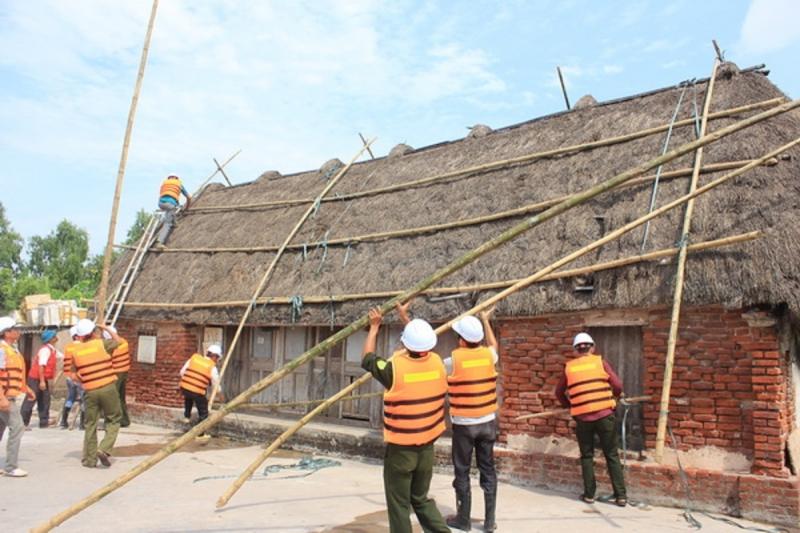 Dùng tre, gỗ để phòng chống tốc mái