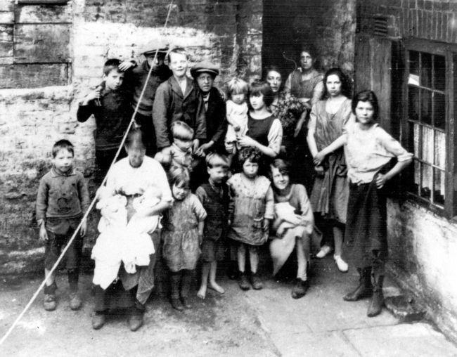 victorian family.jpg