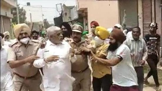 BJP leaders taken hostage by farmers rescued in Punjab - Hindustan Times