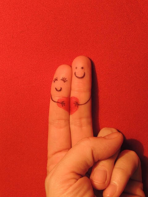 two fingers representing couples | Best honeymoon destination for couples