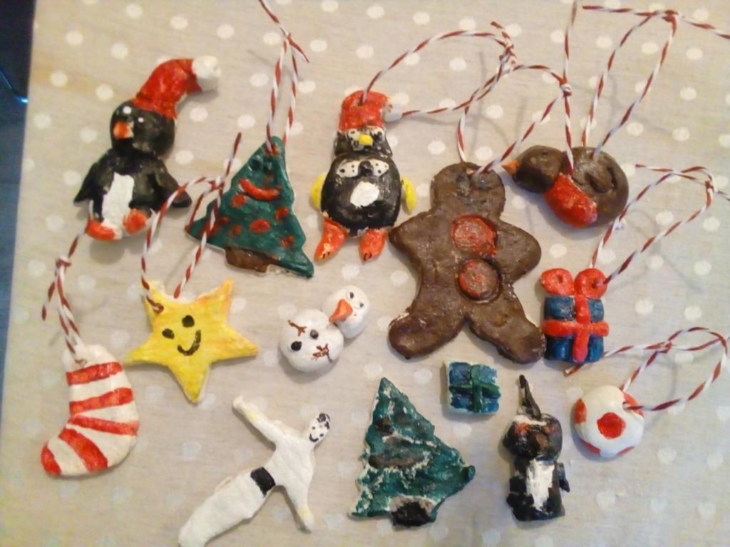 "(<img alt=""handmade Christmas decorations salt dough"">)"