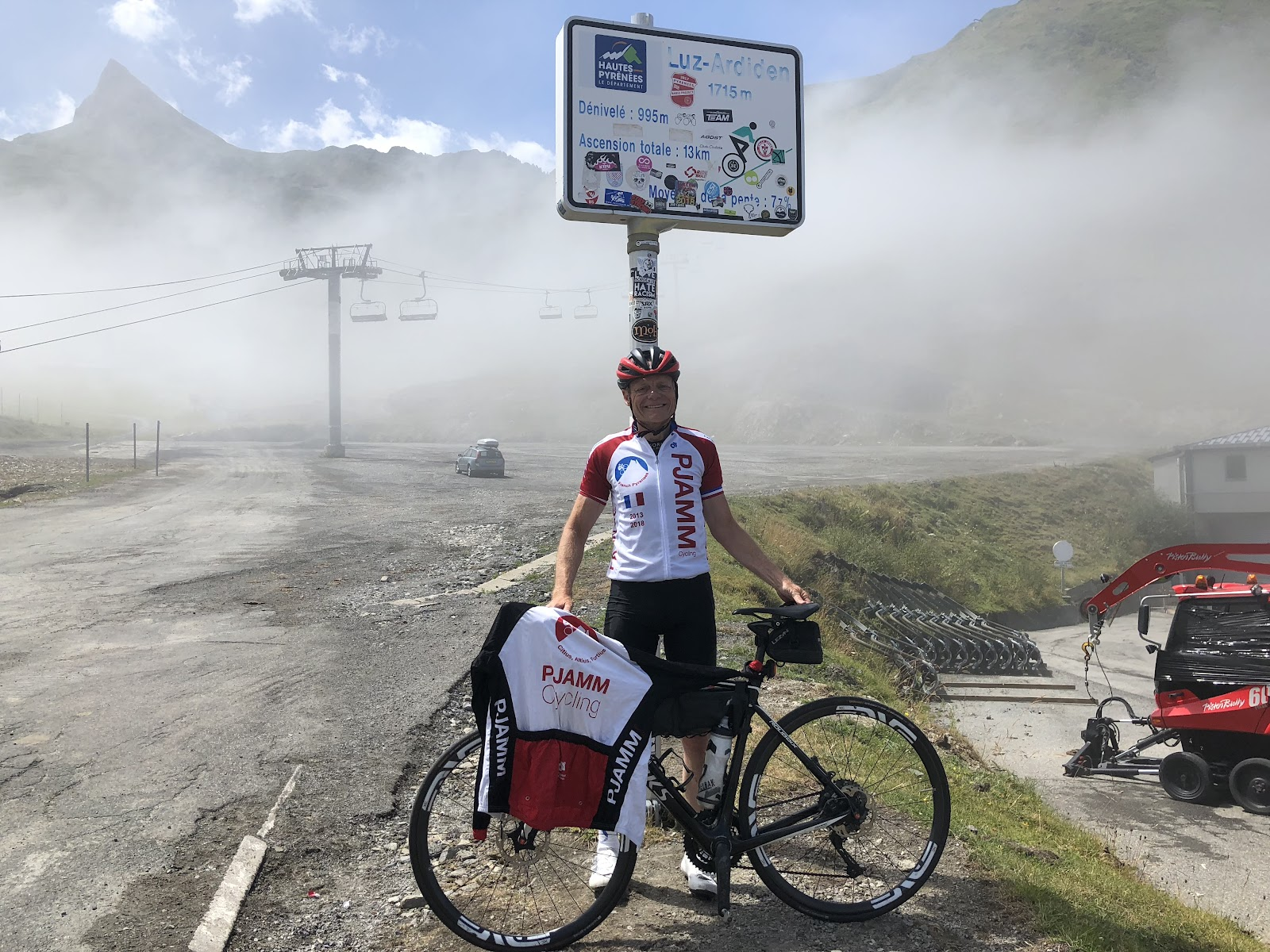Bicycle ride of Luz Ardiden - John Johnson PJAMM with bike at final km marker