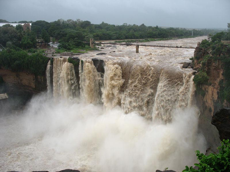 This picture contains  The Gokak Falls and a hanging bridge over it.
