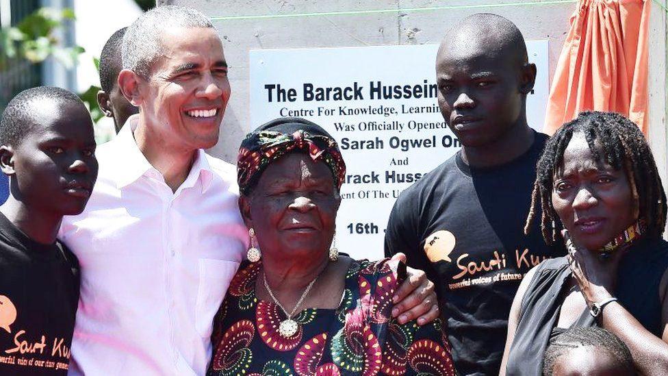 """อดีตประธานาธิบดีสหรัฐสุดชิค """"บารัค โอบามา"""" ผู้มีแม่อยู่เบื้องหลังความสำเร็จ 02"""