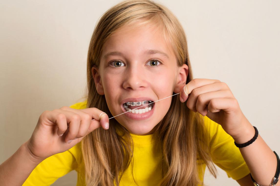 How to Floss Teeth Properly: The Only Guide You Need