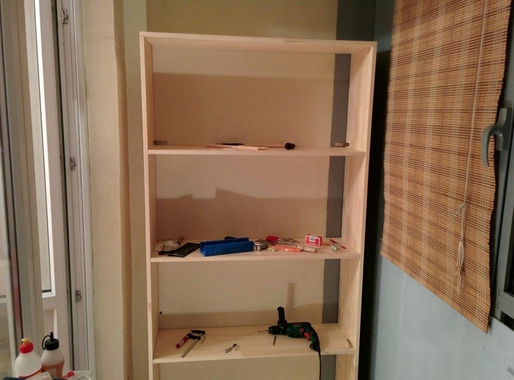 Простой бюджетный шкафчик из подручных материалов