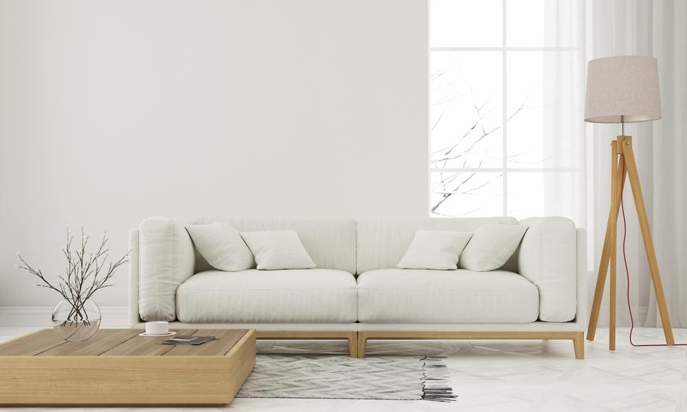 Uma sala com decoração minimalista.