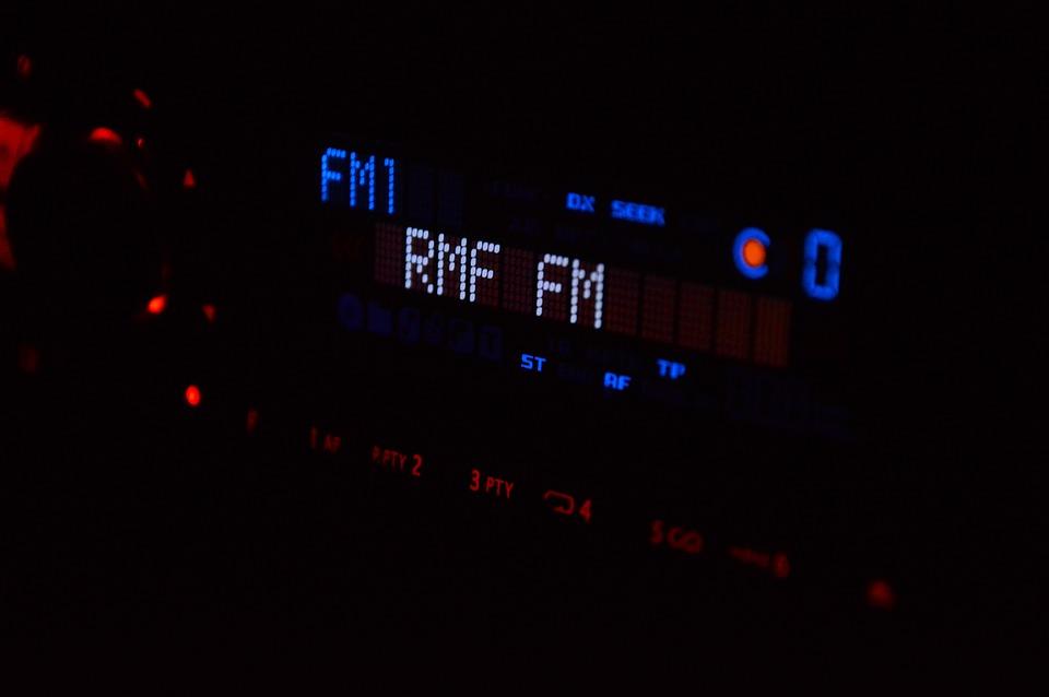 Autoradio in het donker