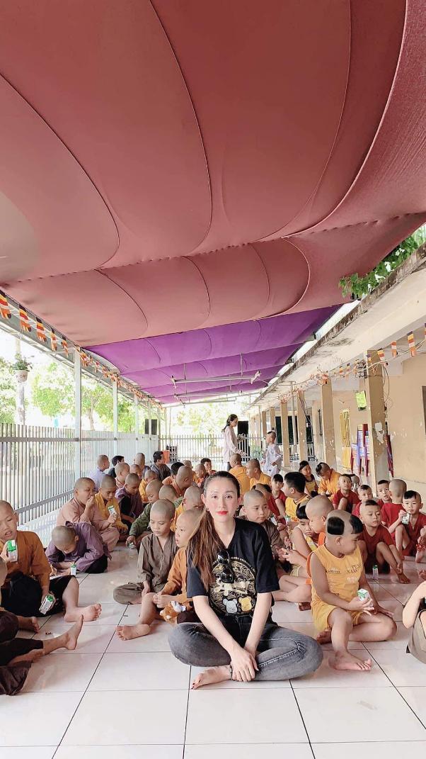 Chị Lê Quỳnh Trang - chủ Tiệm Vàng Hoàng Phát phát tâm từ thiện, tích cực tham gia vào các hoạt động có ích cho cộng đồng - Ảnh 3