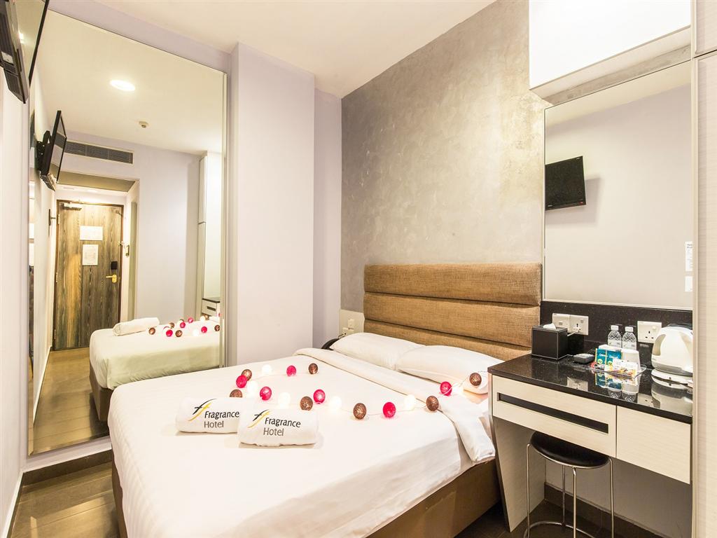 3) Fragrance Hotel-.jpg