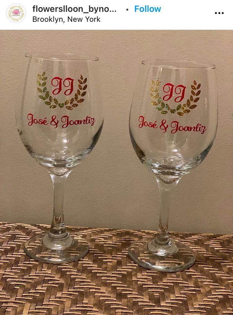 custom wine glasses wedding favor ideas