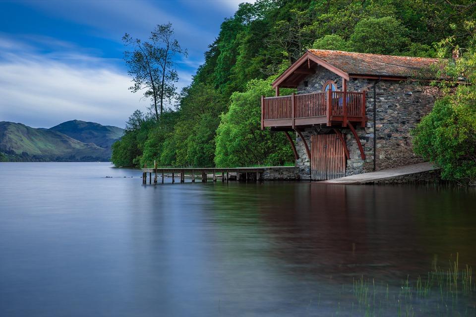 boat-house-192990_960_720.jpg