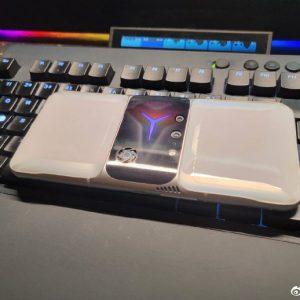 หลุดภาพเครื่องจริง Lenovo Legion 2 Pro เผยโลโก้ไฟ RGB, กล้องหลังคู่ และพัดลมระบายอากาศในตัว 07