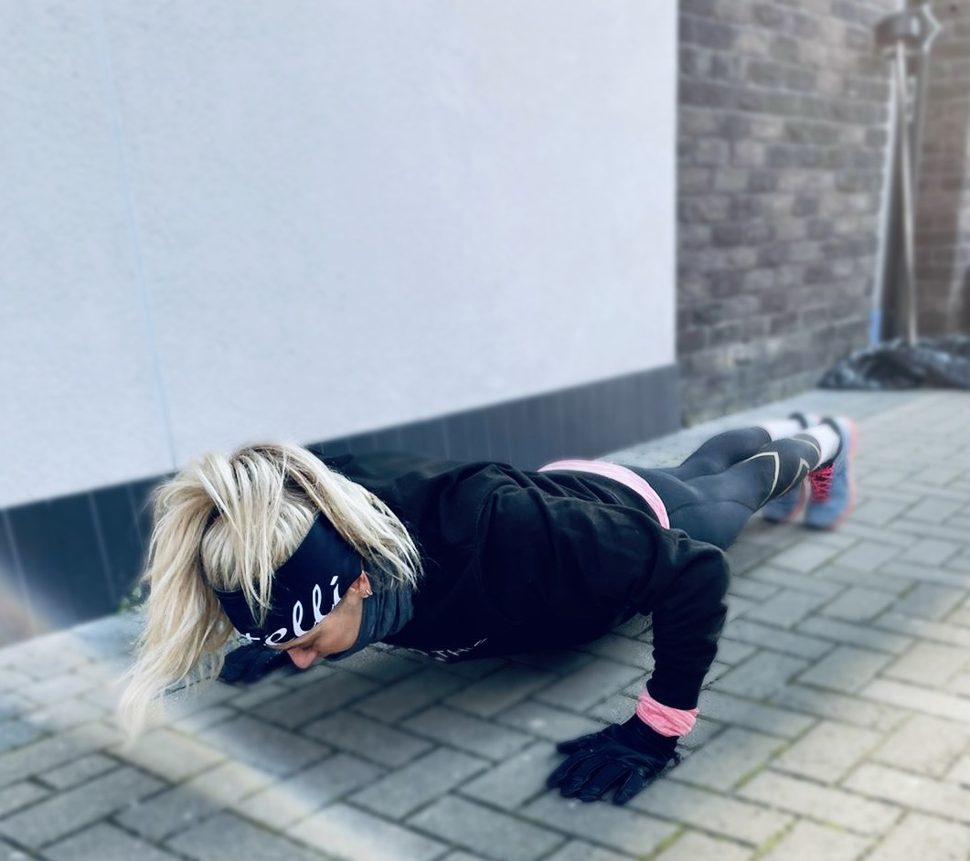 Woman doing a press up strength exercise for running.