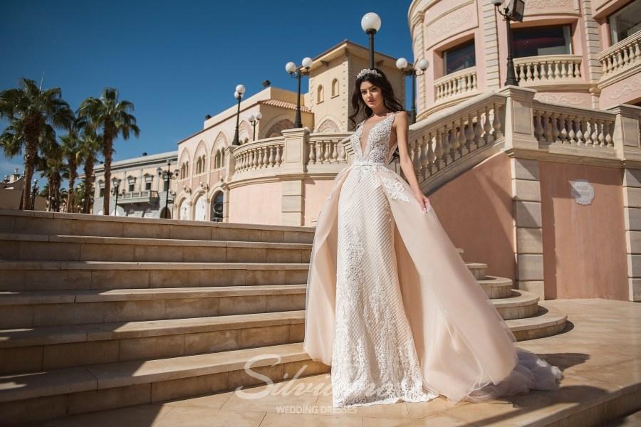 Весільну сукню зі знімним шлейфом