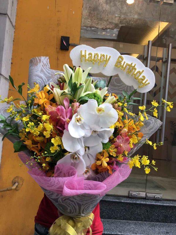 Ảnh có chứa hoa, cây, tòa nhà, bó hoa  Mô tả được tạo tự động