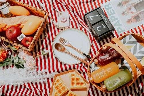 Cách phối màu đạo cụ chụp ảnh sản phẩm phù hợp với đối tượng thực phẩm