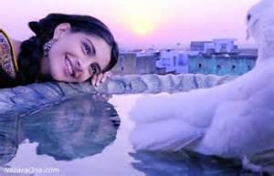 Delhi6 not only makes comeback of Kabutar but also Sonam Kapoor trying ...