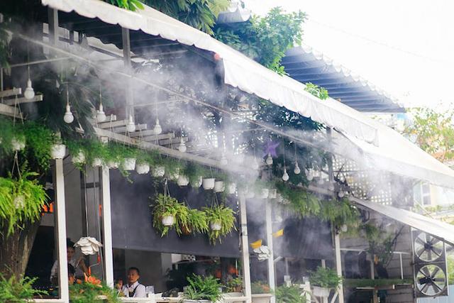 Đối với diện tích quán cafe tương đối lớn thì bạn nên chọn máy phun sương có công suất cao