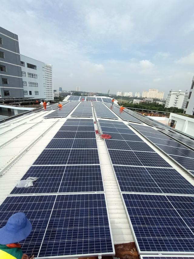 Hãy đến với solarkhanhhoa.com để được nhân viên tại đây lắp đặt điện mặt trời nhanh chóng