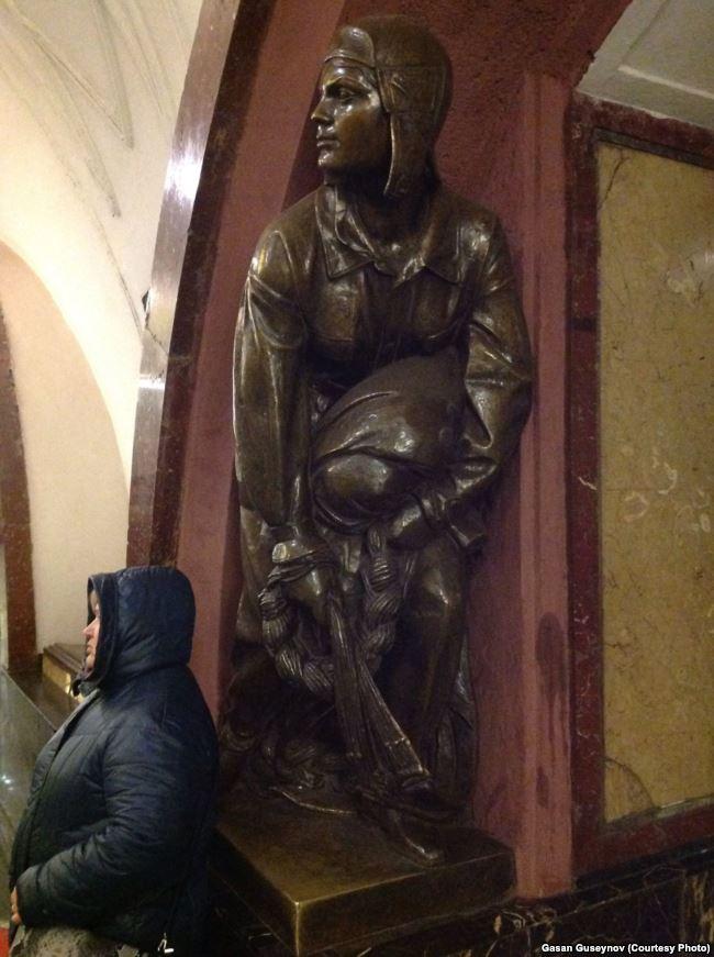 Жрица-сторожиха отпугивает желающих пощупать золотое руно — with Медея дочь Ээта