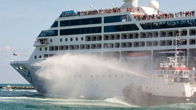 嘉年華旗下郵輪公司郵輪「美麗號」(Adonia)周日下午載著700名乘客從邁阿密啟程前往古巴