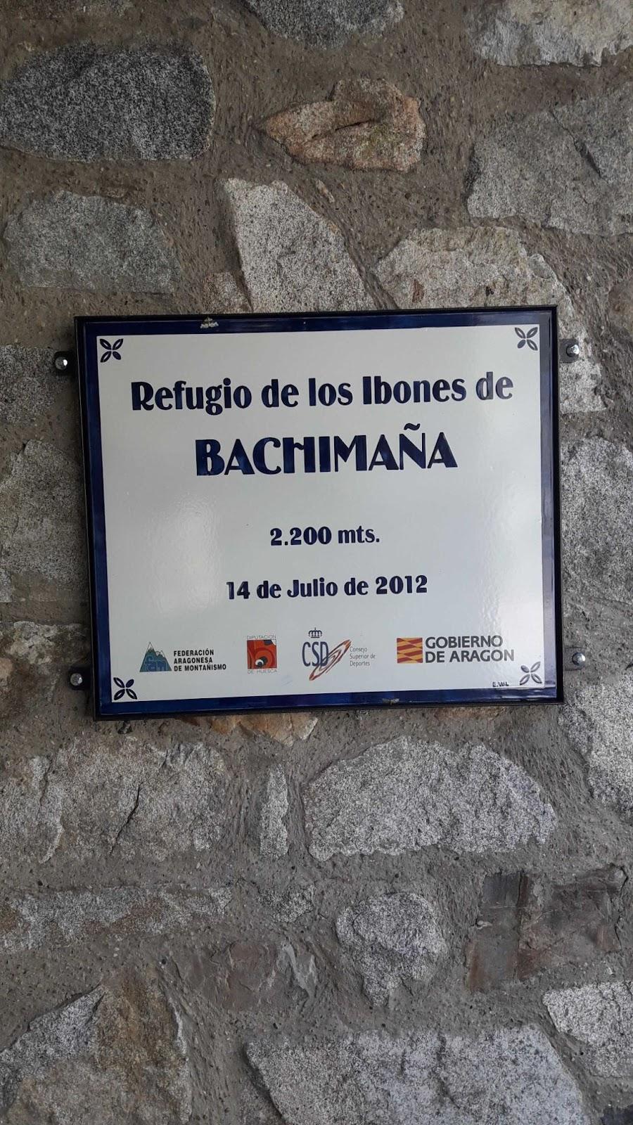 Cartel en el refugio de Bachimaña