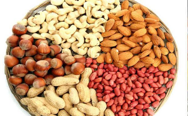 Hãy bổ sung các loại hạt bổ dưỡng vào các bữa ăn phụ thay cho thức ăn vặt để tóc khỏe đẹp