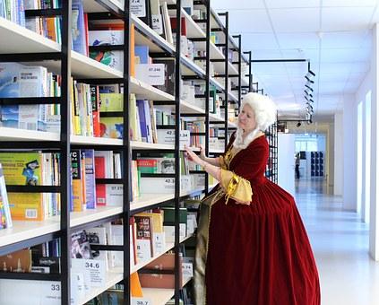 Book Queen.jpg