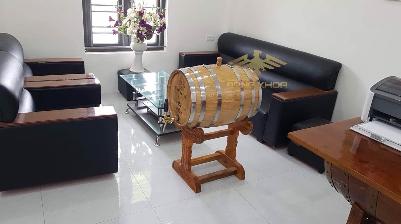 Giá của  thùng rượu gỗ khá hợp lý