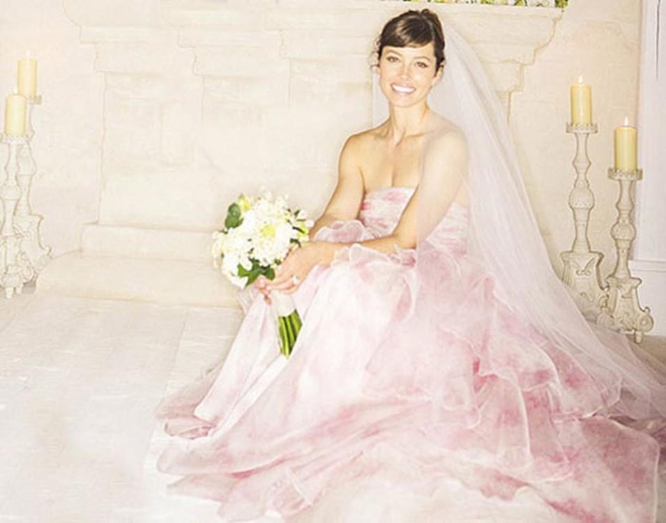 Весільна сукні пудрового відтінку - справжній резонанс у світі весільної  моди! Якщо йти проти системи - твоя особливість 652313cafc6dd