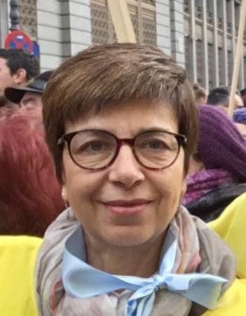 Ángeles Sánchez con lentes sonriendo