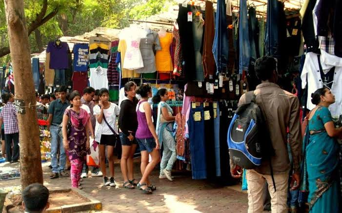 Fashion Street Shopping in Mumbai, Marine Lines